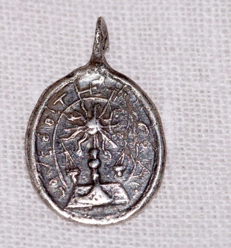 ma plus petite ... micro médaille - St-Sacrement & ND-de-Liesse - probable XVIIIème Med210