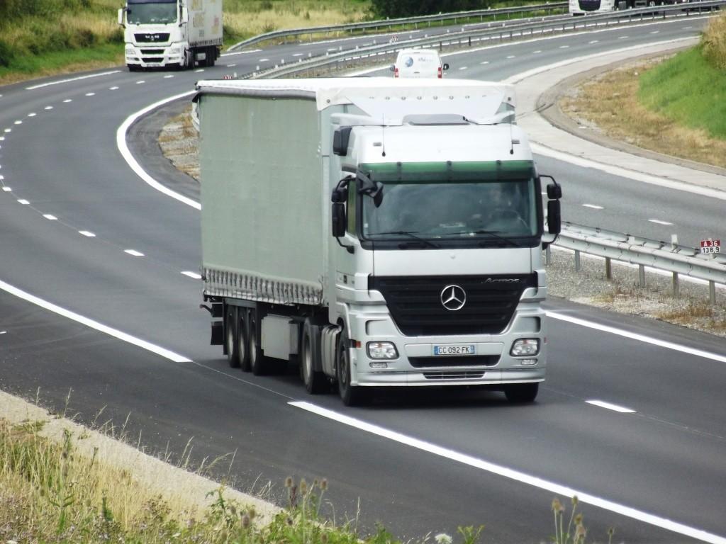 Mercedes Actros MP 1,2 et 3 - Page 3 Photo579
