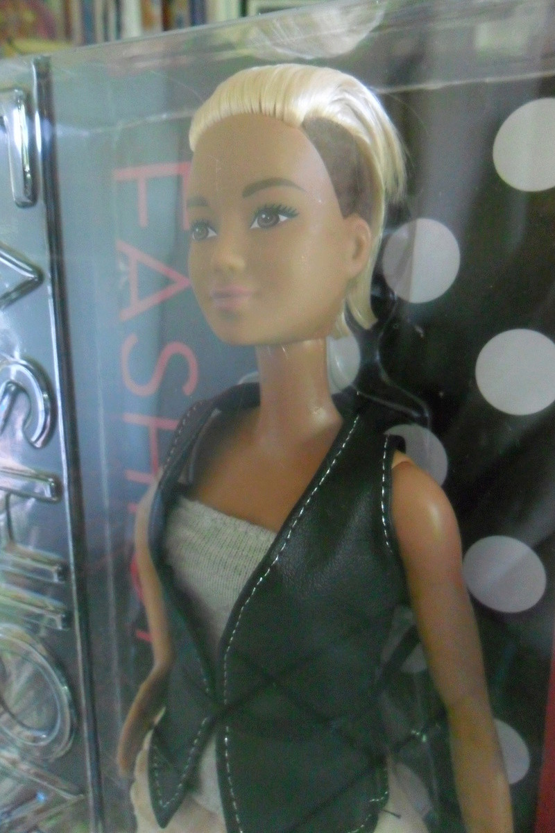 NEWS!! Nouvelle Barbie fashionista - Page 4 Sam_4050
