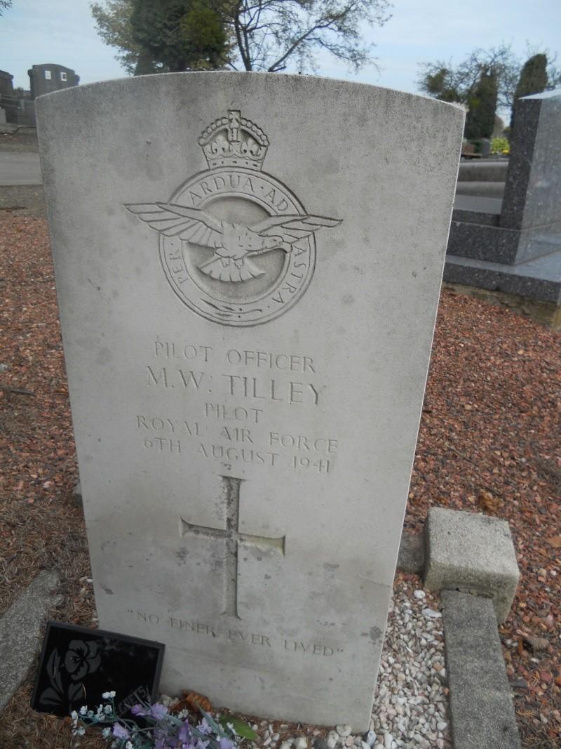 4 aviateur de la raf cimetiere de cimetière de Sainte-Walburge  Dscn2311