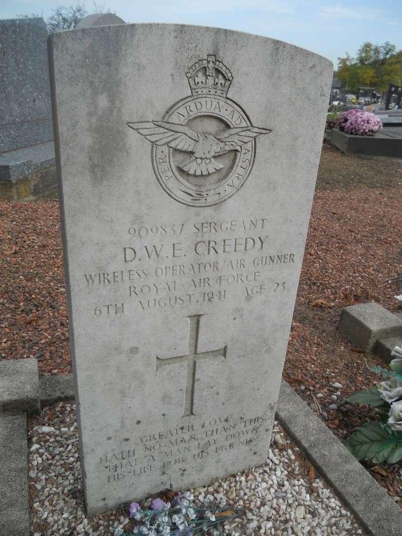 4 aviateur de la raf cimetiere de cimetière de Sainte-Walburge  Dscn2312