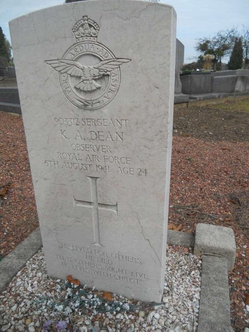 4 aviateur de la raf cimetiere de cimetière de Sainte-Walburge  Dscn2313