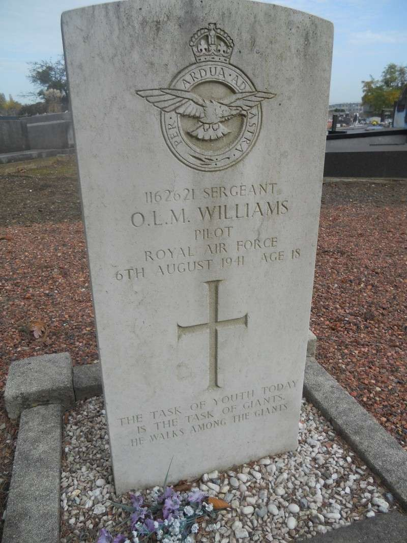 4 aviateur de la raf cimetiere de cimetière de Sainte-Walburge  Dscn2314