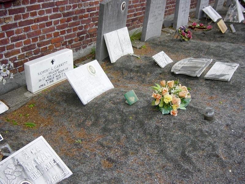 Aviateur américain enterré dans un cimetière civil à queue du bois  Garret10