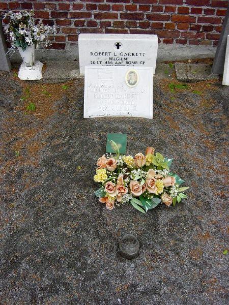 Aviateur américain enterré dans un cimetière civil à queue du bois  Garret11
