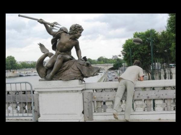 Des statues amusantes ! - Page 38 Statue10