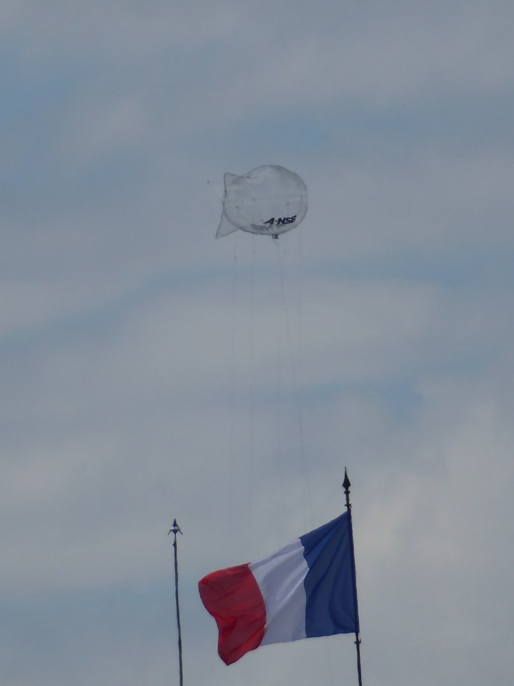 2016: le 27/06 à 20h26 - Un phénomène ovni insolite -  Ovnis à Paris - Paris (dép.75) Ballon13