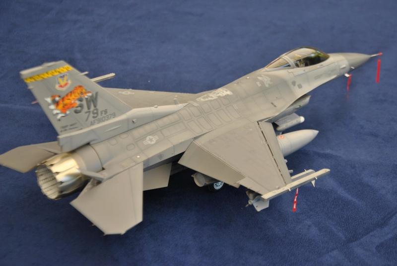 Lockheed Martin F-16C Tamyia 1/32 Dsc_2356