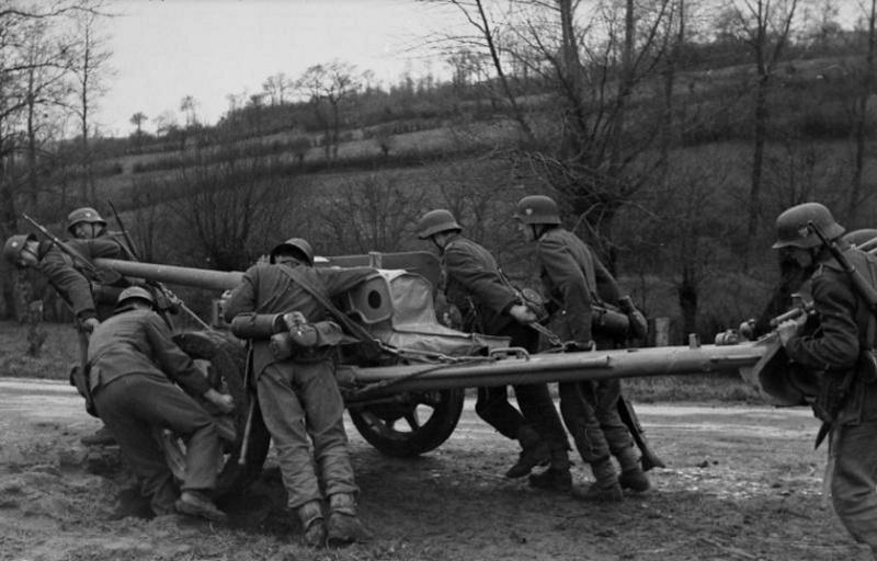 Panzerjäger ! la lutte antichar ! - Page 2 8v1010