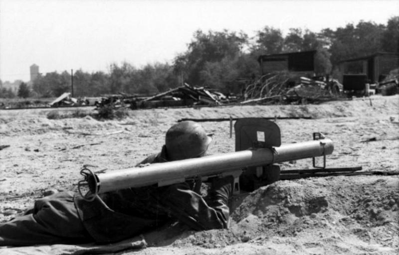 Panzerjäger ! la lutte antichar ! - Page 5 Efvb1010