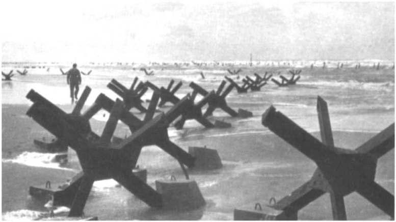2 - Les obstacles sur la plage d'Omaha à Vierville Ld116-11