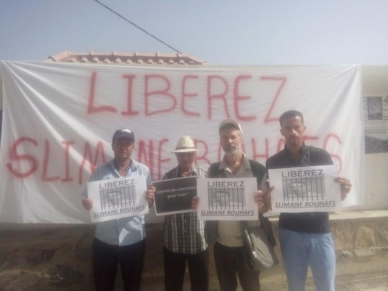Rassemblement pour exiger la libération immédiate de Slimane Bouhafs à Aokas  415
