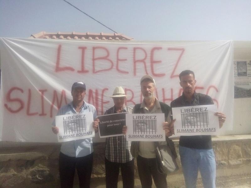 Rassemblement pour exiger la libération immédiate de Slimane Bouhafs à Aokas  611
