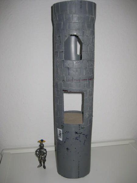 Regenabflussrohr wird zum Turm 210