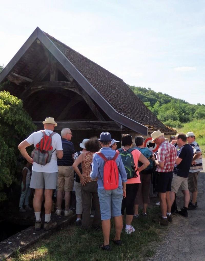 """Lugny (71) : photos de la 4e marche du patrimoine (vendredi 8 juillet 2016) """"Les marcheurs incollables sur le patrimoine"""" (""""Le JSL"""" du mardi 12 juillet 2016) Lugny_19"""