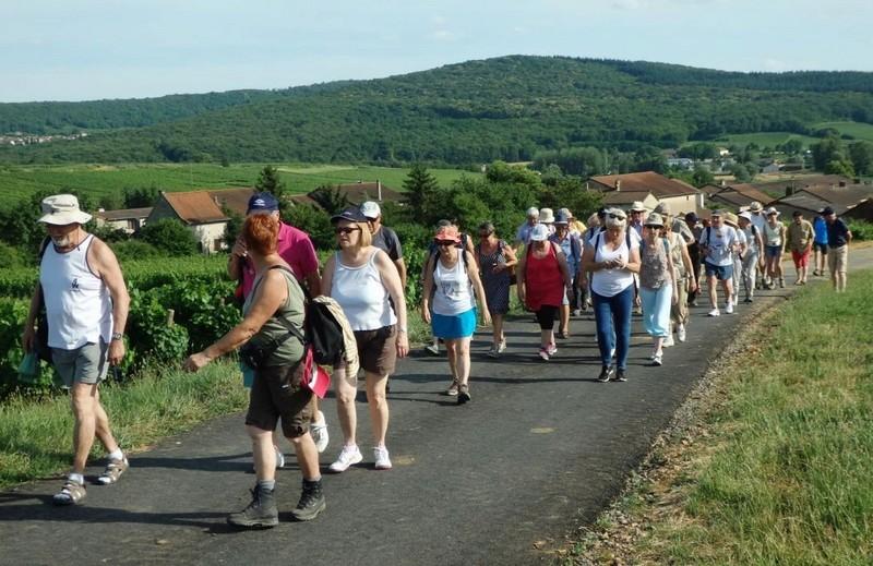 """Lugny (71) : photos de la 4e marche du patrimoine (vendredi 8 juillet 2016) """"Les marcheurs incollables sur le patrimoine"""" (""""Le JSL"""" du mardi 12 juillet 2016) Lugny_21"""