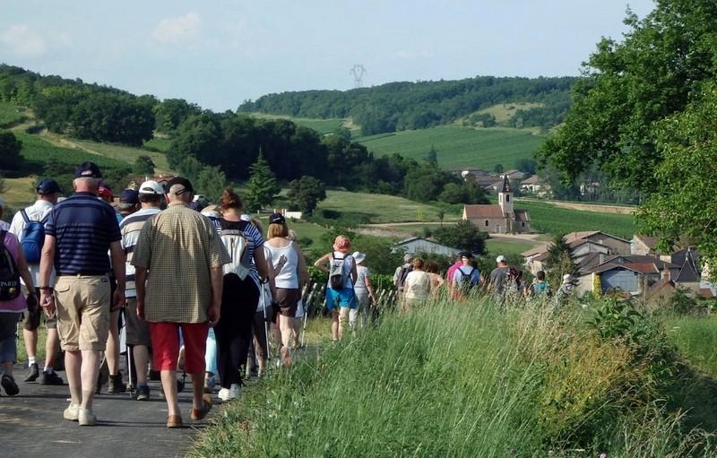 """Lugny (71) : photos de la 4e marche du patrimoine (vendredi 8 juillet 2016) """"Les marcheurs incollables sur le patrimoine"""" (""""Le JSL"""" du mardi 12 juillet 2016) Lugny_25"""