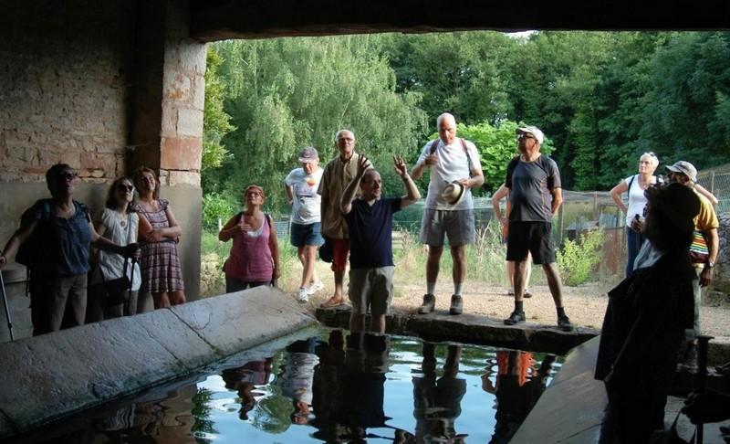 """Lugny (71) : photos de la 4e marche du patrimoine (vendredi 8 juillet 2016) """"Les marcheurs incollables sur le patrimoine"""" (""""Le JSL"""" du mardi 12 juillet 2016) Lugny_26"""