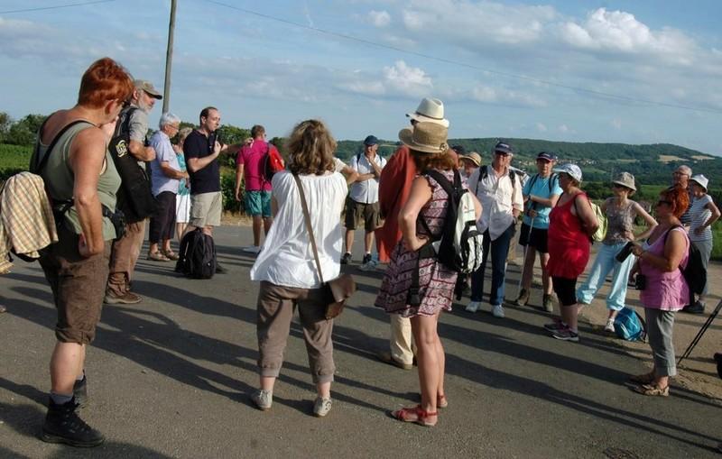 """Lugny (71) : photos de la 4e marche du patrimoine (vendredi 8 juillet 2016) """"Les marcheurs incollables sur le patrimoine"""" (""""Le JSL"""" du mardi 12 juillet 2016) Lugny_27"""