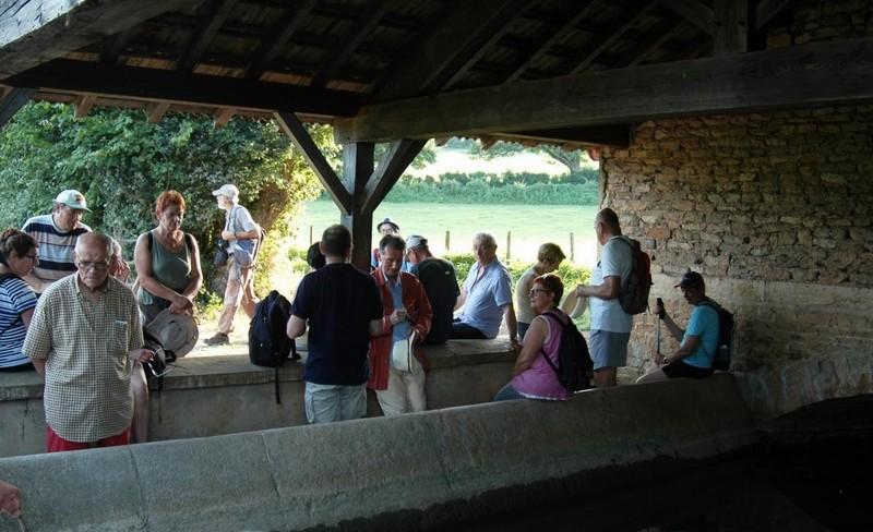 """Lugny (71) : photos de la 4e marche du patrimoine (vendredi 8 juillet 2016) """"Les marcheurs incollables sur le patrimoine"""" (""""Le JSL"""" du mardi 12 juillet 2016) Lugny_29"""