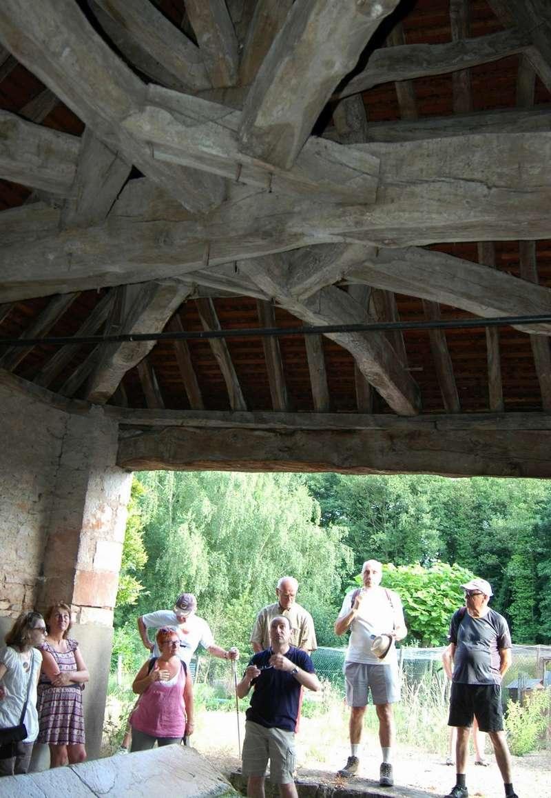 """Lugny (71) : photos de la 4e marche du patrimoine (vendredi 8 juillet 2016) """"Les marcheurs incollables sur le patrimoine"""" (""""Le JSL"""" du mardi 12 juillet 2016) Lugny_30"""