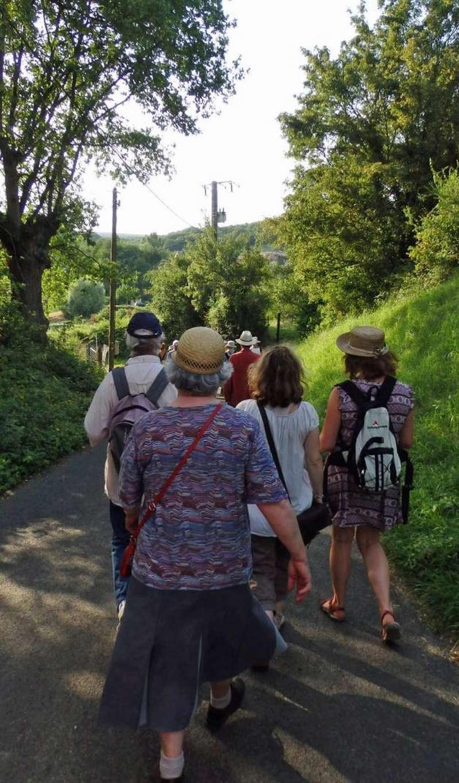 """Lugny (71) : photos de la 4e marche du patrimoine (vendredi 8 juillet 2016) """"Les marcheurs incollables sur le patrimoine"""" (""""Le JSL"""" du mardi 12 juillet 2016) Lugny_31"""