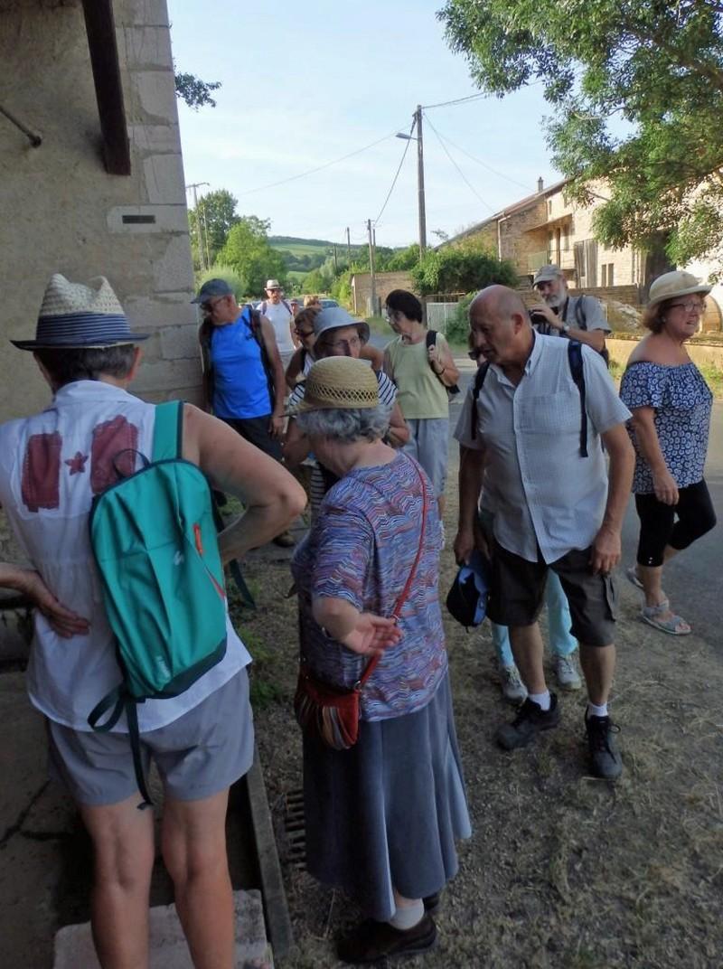 """Lugny (71) : photos de la 4e marche du patrimoine (vendredi 8 juillet 2016) """"Les marcheurs incollables sur le patrimoine"""" (""""Le JSL"""" du mardi 12 juillet 2016) Lugny_32"""