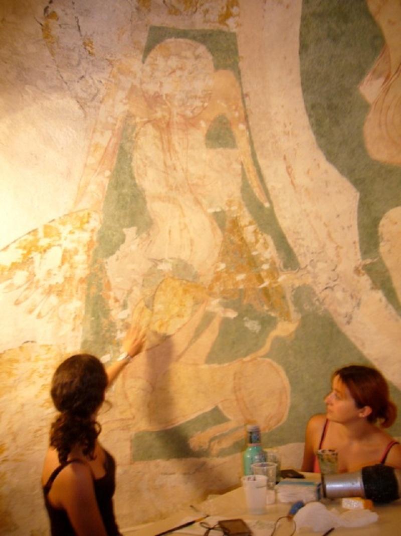 Le chantier de restauration des peintures murales de l'église de Buffières (août 2012) P1150135