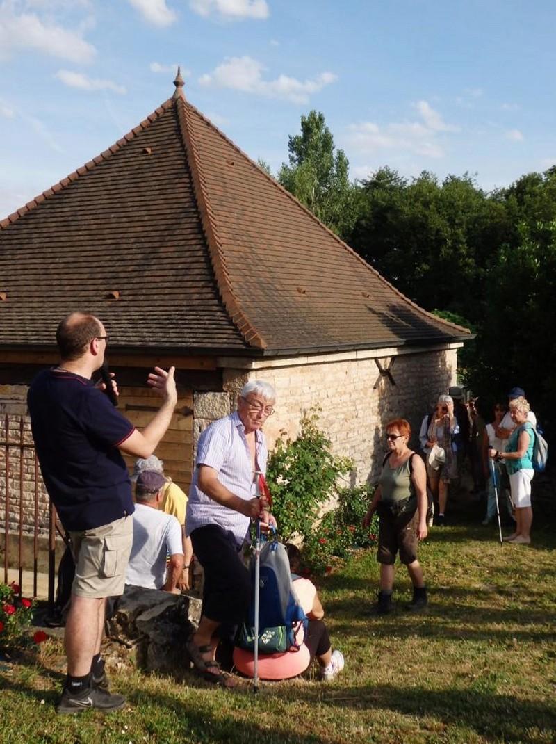 """Lugny (71) : photos de la 4e marche du patrimoine (vendredi 8 juillet 2016) """"Les marcheurs incollables sur le patrimoine"""" (""""Le JSL"""" du mardi 12 juillet 2016) Sans_t12"""