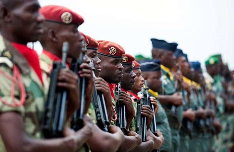 Armée du Gabon - Page 5 38104
