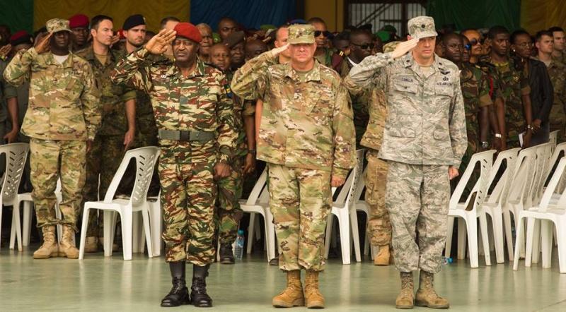 Armée du Gabon - Page 5 4148