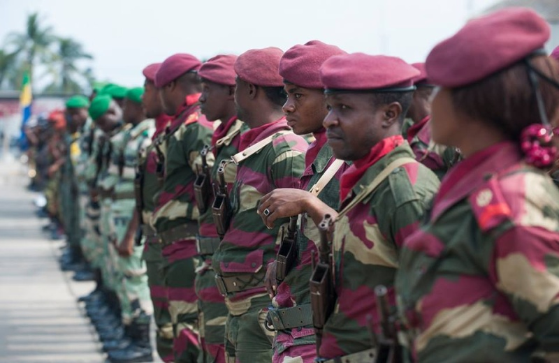 Armée du Gabon - Page 5 4158