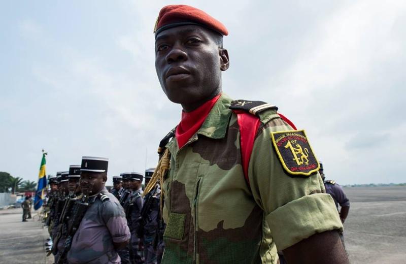 Armée du Gabon - Page 5 4245