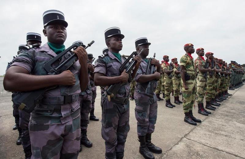 Armée du Gabon - Page 5 4337