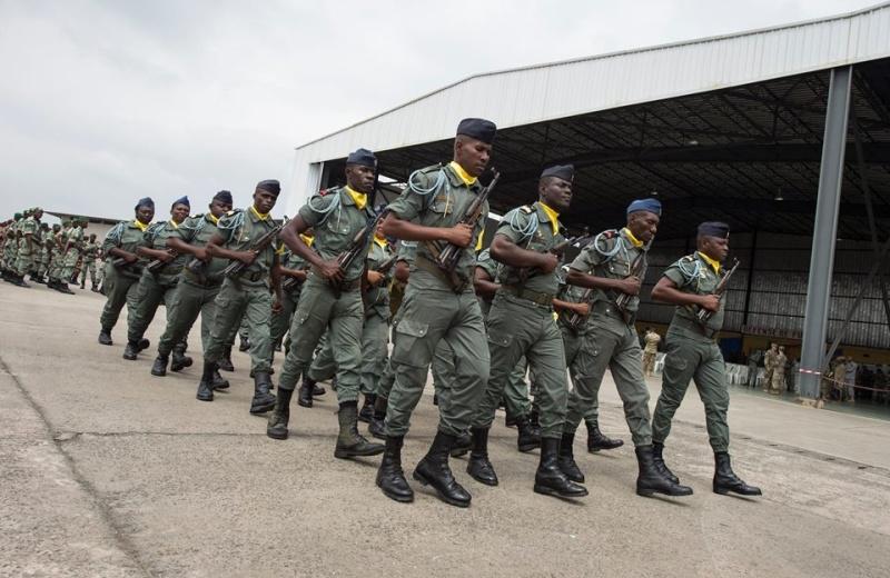 Armée du Gabon - Page 5 4434