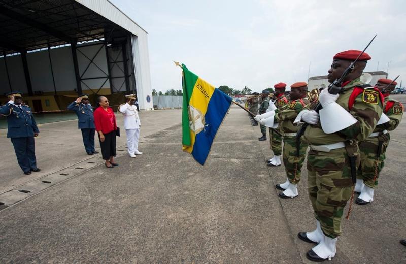 Armée du Gabon - Page 5 4526
