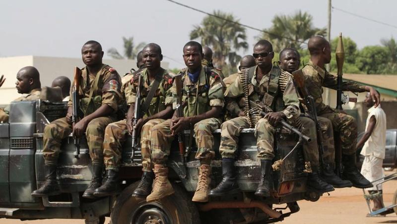 Armées de la République centrafricaine  - Page 2 51113