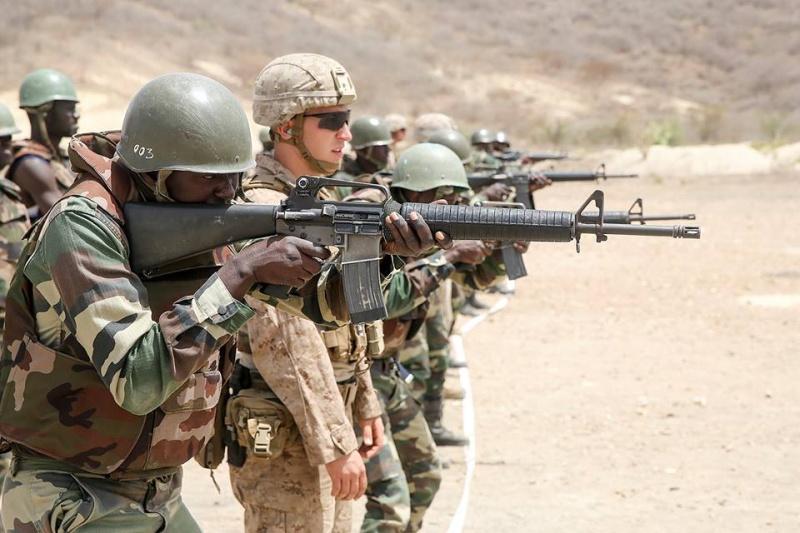 Armée Sénégalaise - Page 7 51a10