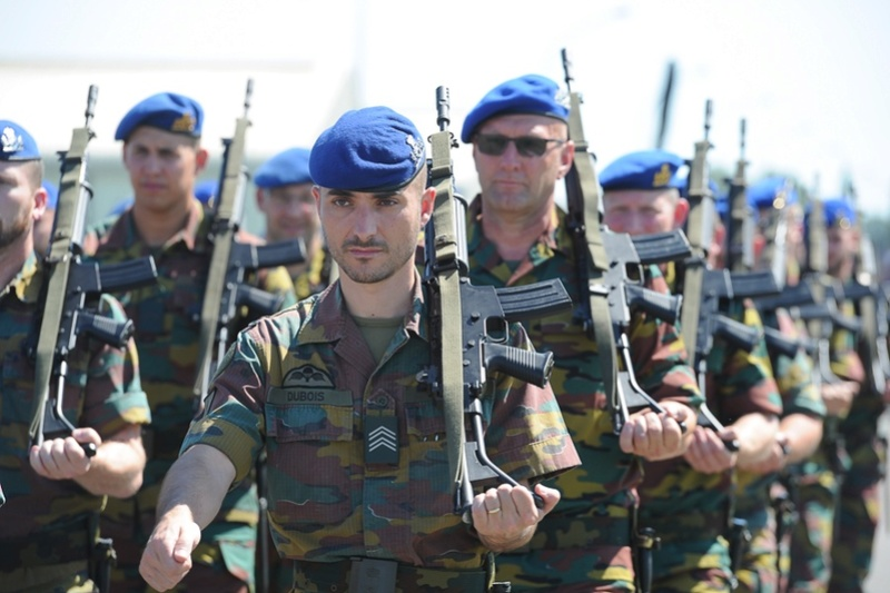 Armée Belge / Defensie van België / Belgian Army  - Page 5 51a53