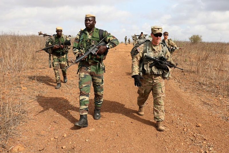 Armée Sénégalaise - Page 7 5374