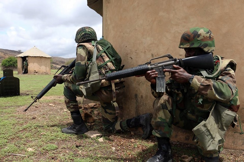 Armée Sénégalaise - Page 7 5567