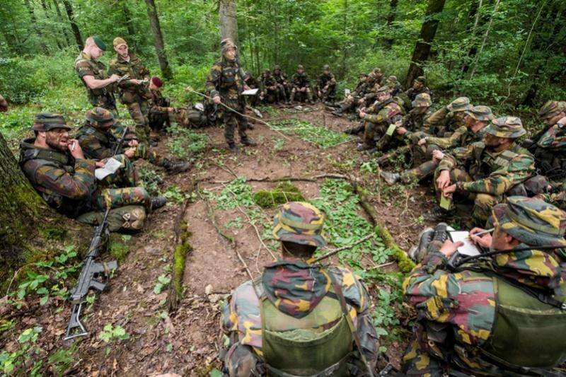 Armée Belge / Defensie van België / Belgian Army  - Page 5 5957