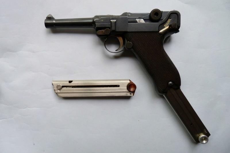 Un chargeur pour Luger...,à grande contenance de cartouches...  P1060112