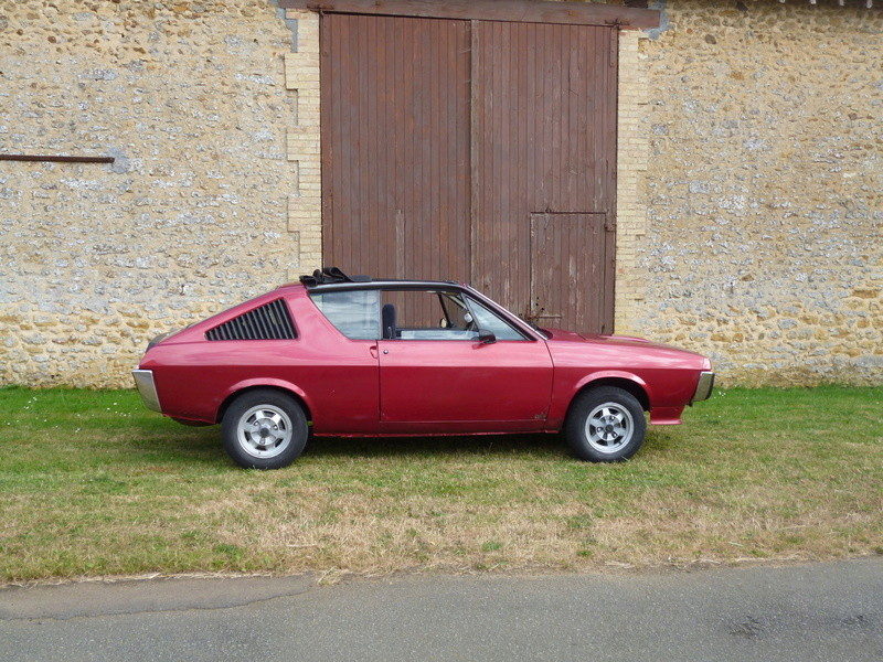 renault 17 decouvrable rouge lucifer  - Page 19 P1010114