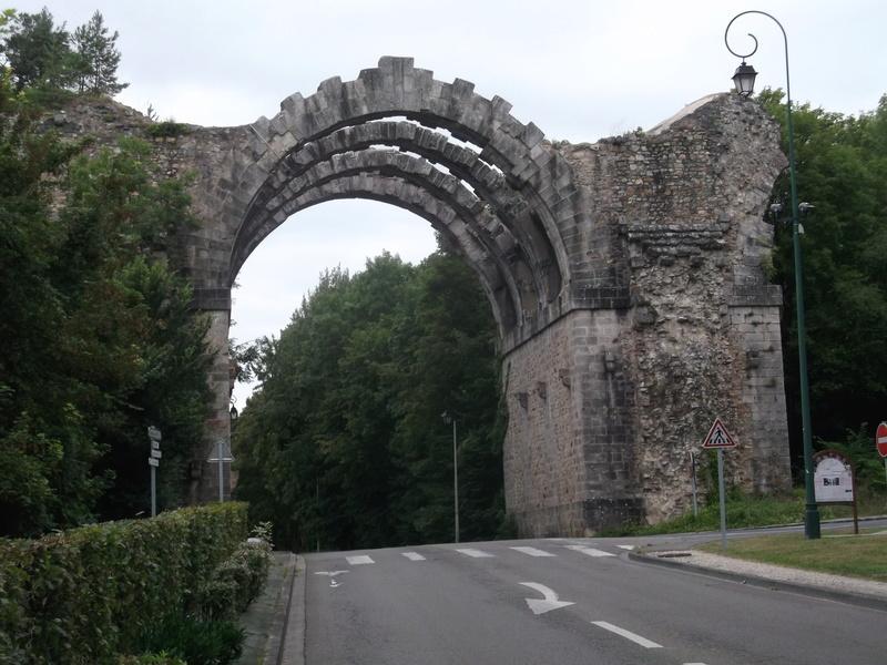 Le pont, incontournable du paysage routier - Page 3 Dscf5817