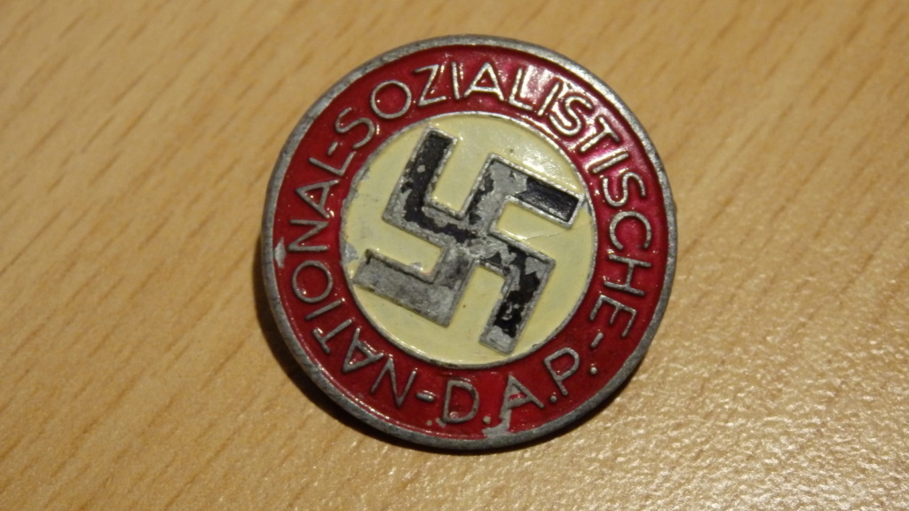 Badges du NSDAP - Page 2 P2100010