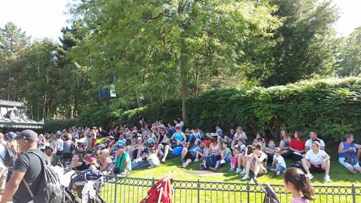 Les pelouses autour de Central Plaza - Page 11 Fb_img10