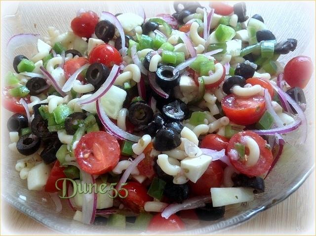 Salade de pâte grecque avec vinaigrette au vin rouge Gpvozo10