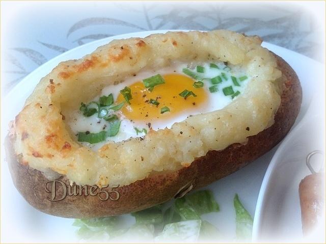 Pommes de terre cuites deux fois avec des oeufs sur le dessus Qd8rry10