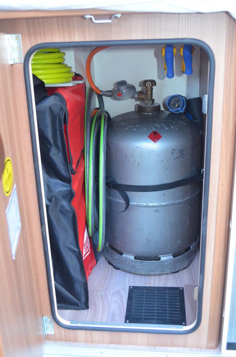 Etanchéité du coffre à bouteilles de GAZ Dsc_0010